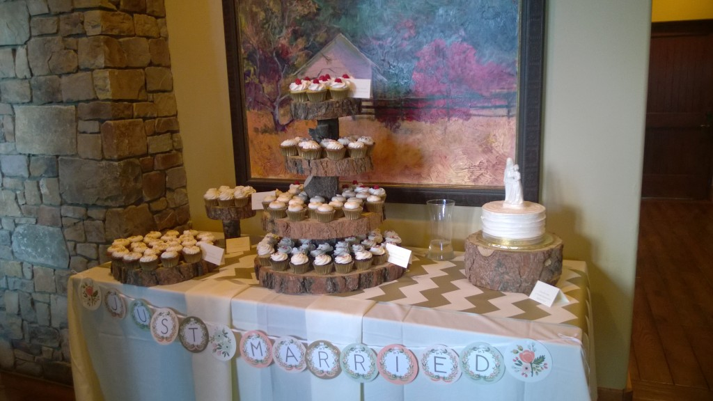 {beautiful cupcake table}