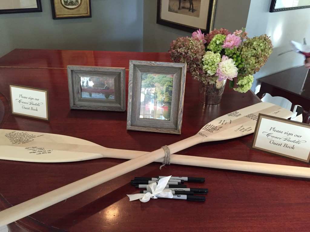 {their creative guestbook... canoe paddles!}